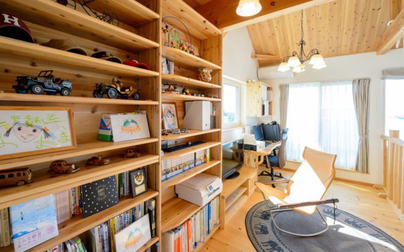 壁面いっぱいに設けられた造作棚   自然素材の注文住宅,健康住宅   実例写真   愛知県小牧市