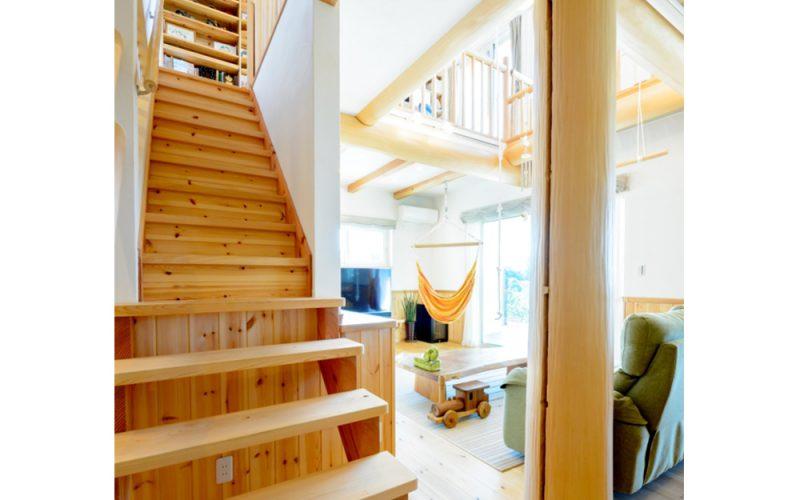 丸太が特徴的な遊び心あふれる空間   自然素材の注文住宅,健康住宅   実例写真   愛知県小牧市