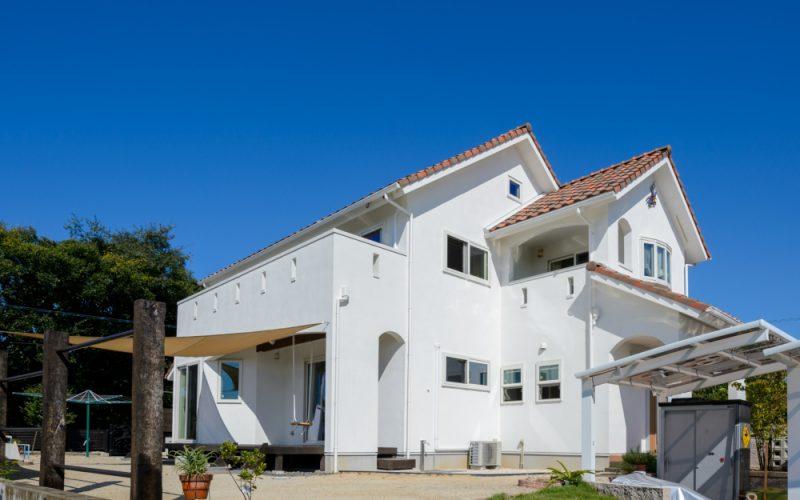 青空に映える白い外壁   自然素材の注文住宅,健康住宅   実例写真   愛知県小牧市