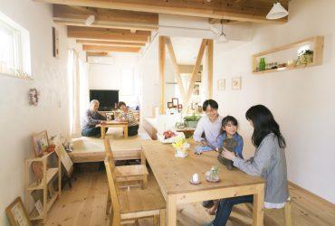 リビングに集まりたくなる同居型2世帯の家