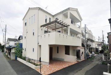 2階に庭がある家