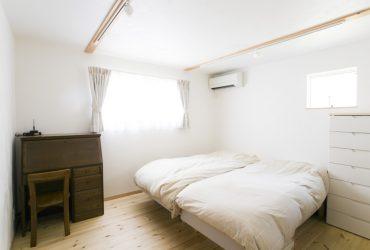 ワンコも癒される勾配天井のリビングの家