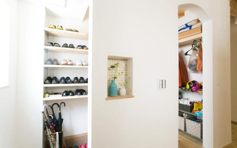 玄関がスッキリ片付くウォークスルー収納 | 自然素材の注文住宅,健康住宅 | 実例写真 | 東京都西東京市