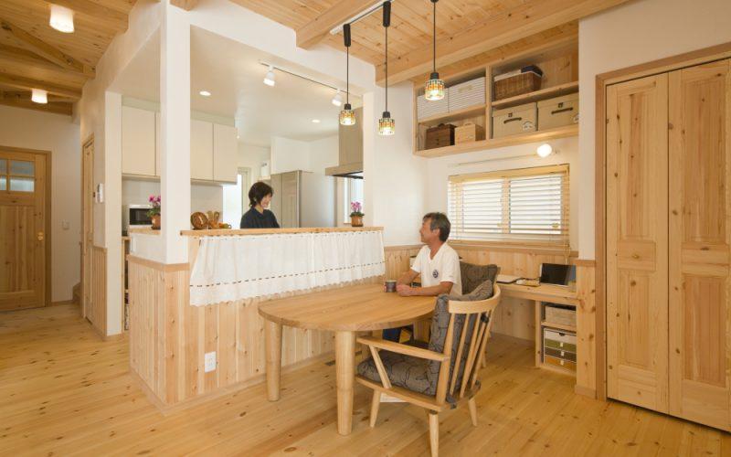 家事をしながら話も弾む対面キッチン   自然素材の注文住宅,健康住宅   実例写真   埼玉県久喜市