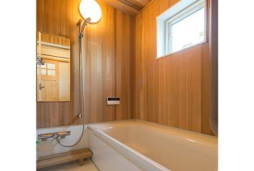 無垢材をはったハーフユニットバス | 自然素材の注文住宅,健康住宅 | 実例写真 | 埼玉県久喜市