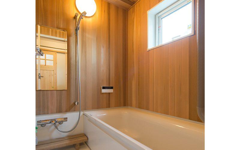 無垢材をはったハーフユニットバス   自然素材の注文住宅,健康住宅   実例写真   埼玉県久喜市