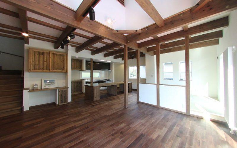 床は深みのある無垢のブラックウォールナット | 自然素材の注文住宅,健康住宅 | 実例写真 | 東京都練馬区