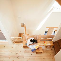 「表」と「裏」、そして「回遊」。一級建築士が自ら設計した家