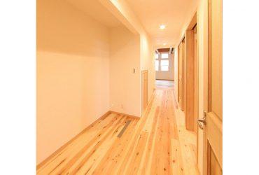 素足が気持ちいい無垢フローリングの廊下 | 自然素材の注文住宅,健康住宅 | 実例写真 | 東京練馬区