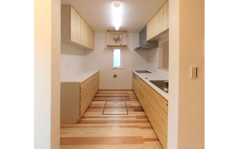ナチュラルな雰囲気のシステムキッチン   自然素材の注文住宅,健康住宅   実例写真   東京都練馬区