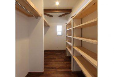 収納力たっぷりのウォークインクローゼット | 自然素材の注文住宅,健康住宅 | 実例写真 | 東京都練馬区