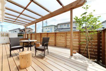 リビングから続くウッドデッキ | 自然素材の注文住宅,健康住宅 | 実例写真 | 宮城県仙台市