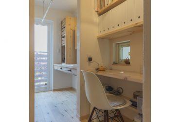 キッチンのすぐ後ろにある家事コーナー | 自然素材の注文住宅,健康住宅 | 実例写真 | 埼玉県さいたま市