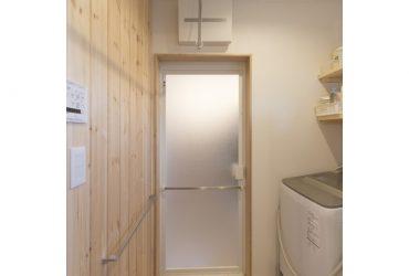 脱衣室も木張りの壁で落ち着く空間に | 自然素材の注文住宅,健康住宅 | 実例写真 | 埼玉県さいたま市