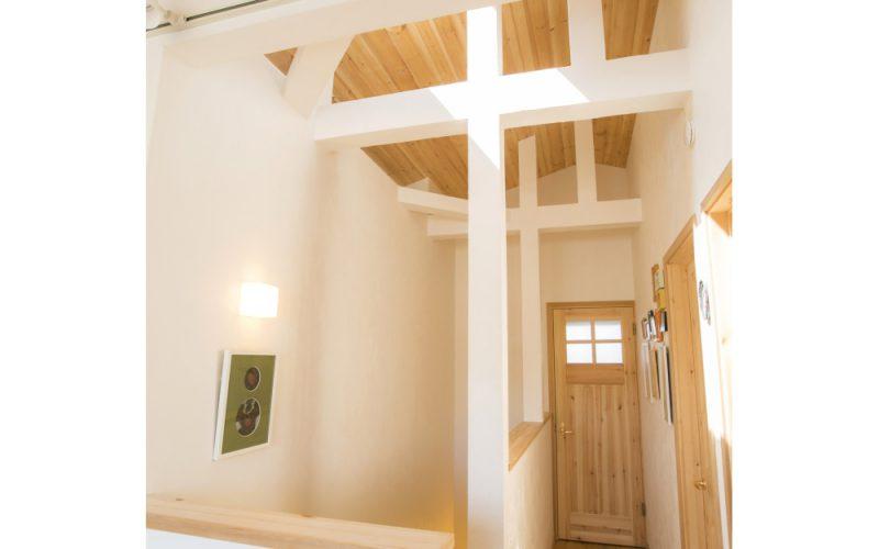 勾配天井と梁を生かしたフリースペース   自然素材の注文住宅,健康住宅   実例写真   埼玉県さいたま市