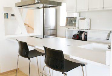 モノトーンでお洒落にまとまったアイランドキッチン | 自然素材の注文住宅,健康住宅 | 実例写真 | 埼玉県さいたま市
