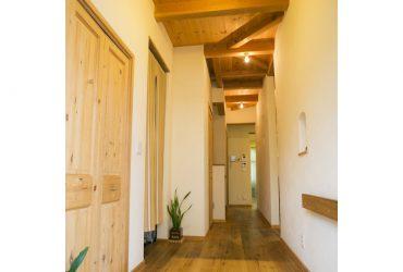 玄関脇のシューズクローク | 自然素材の注文住宅,健康住宅 | 実例写真 | 茨城県牛久市