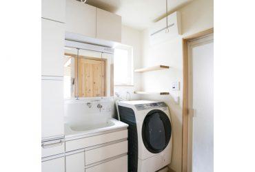 白ですっきりまとめられた洗面脱衣室 | 自然素材の注文住宅,健康住宅 | 実例写真 | 茨城県牛久市