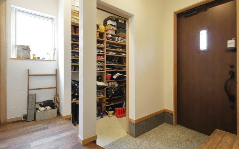 玄関をスッキリさせるシューズクローゼット | 自然素材の注文住宅,健康住宅 | 実例写真 | 岐阜県関市