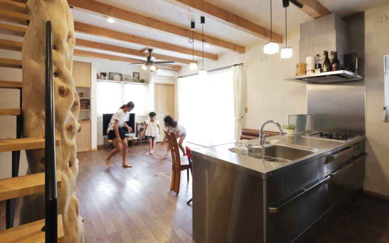 床は深みのある無垢のブラックウォールナット | 自然素材の注文住宅,健康住宅 | 実例写真 | 岐阜県関市