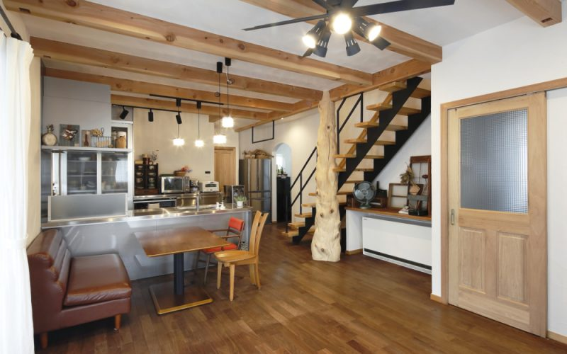 ストリップ階段とシーリングファンで冷暖房を効率よく循環させる設計 | 自然素材の注文住宅,健康住宅 | 実例写真 | 岐阜県関市