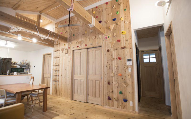 壁いっぱいに広がるクライミングウォール | 自然素材の注文住宅,健康住宅 | 実例写真 | 東京都三鷹市