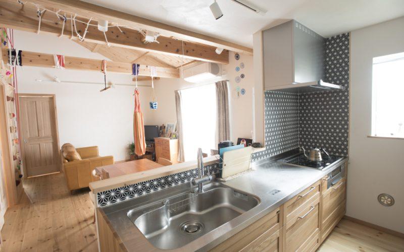リビングを見渡せるキッチン | 自然素材の注文住宅,健康住宅 | 実例写真 | 東京都三鷹市