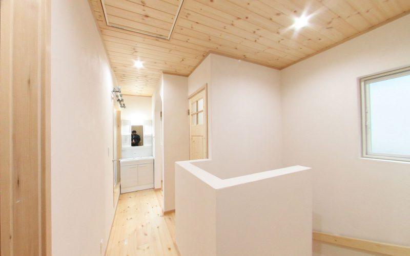 漆喰の白が際立つ廊下 | 自然素材の注文住宅,健康住宅 | 実例写真 | 岐阜県岐阜市