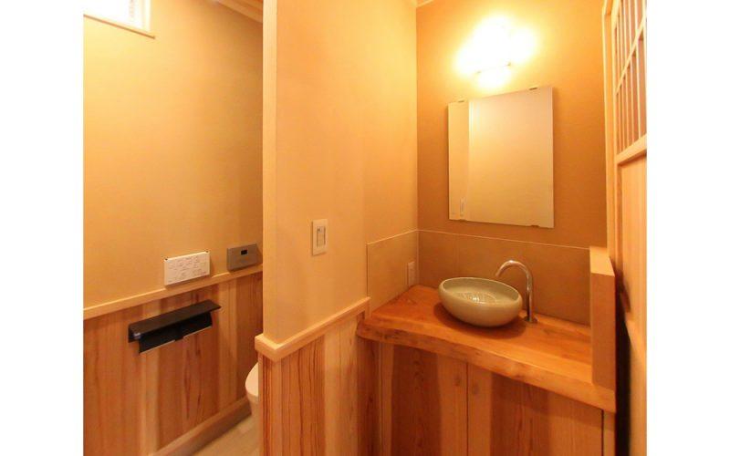 天然木材を使用した洗面カウンター | 自然素材の注文住宅,健康住宅 | 実例写真 | 東京都目黒区