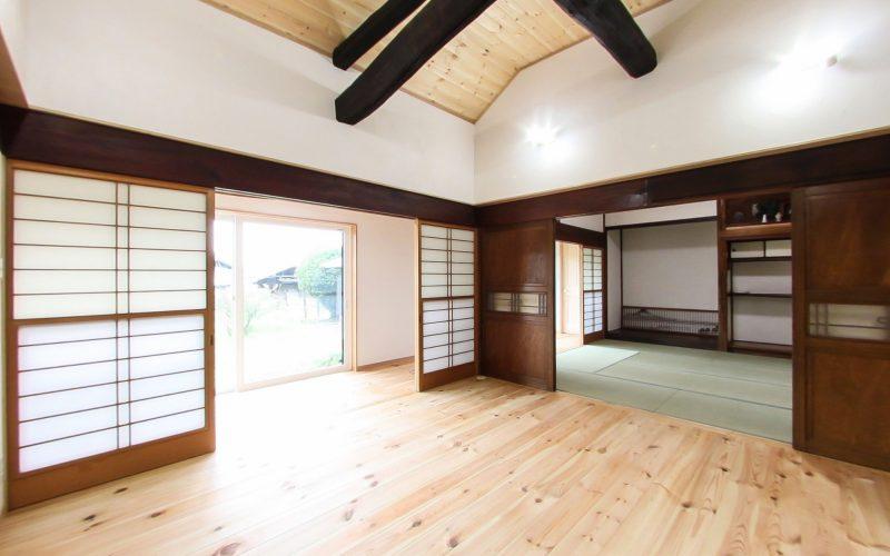 広縁から差し込む陽光で明るい書斎 | 自然素材の注文住宅,健康住宅 | 実例写真 | 栃木県下都賀郡