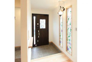 美しい光が差し込む玄関 | 自然素材の注文住宅,健康住宅 | 実例写真 | 埼玉県さいたま市