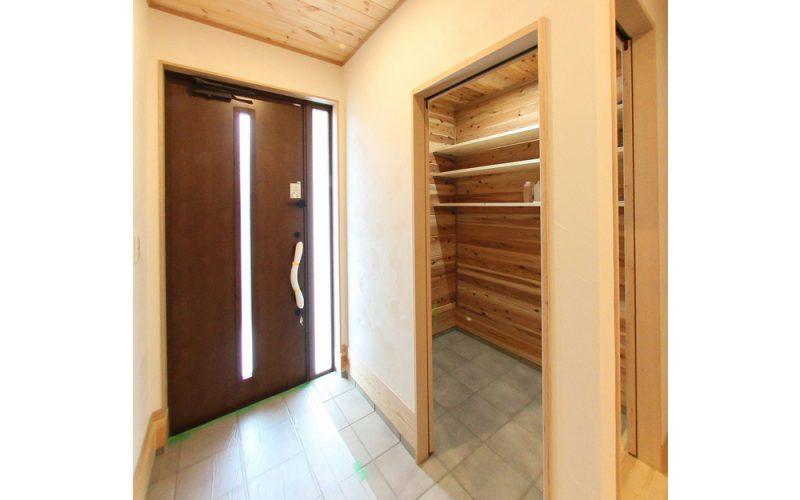 2way玄関とシューズクローク | 自然素材の注文住宅,健康住宅 | 実例写真 | 栃木県下都賀郡