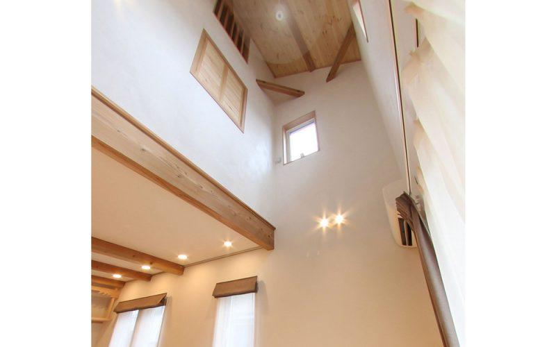 光が差し込み空気が流れる吹き抜け | 自然素材の注文住宅,健康住宅 | 実例写真 | 栃木県下都賀郡
