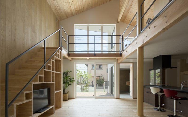 冬季のダイレクトゲインを室内に取り込むために南面に大きな開口を設けることが有効です。