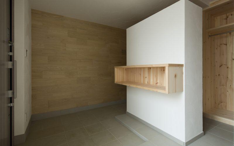 玄関はゆとりのある7畳の2wayプランとし、十分な収納量を確保し、アウトドアリビングとの一体利用も可能です。